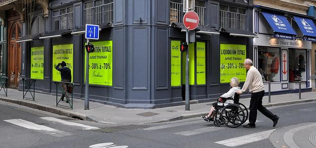 Calçadas com guias rebaixadas: uma atitude simples que facilita a vida de todo cadeirante | Créditos: FaceMePLS